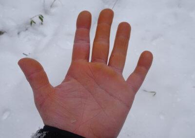 Hand onder bearspray